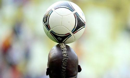 mario-balotelli-head-ball
