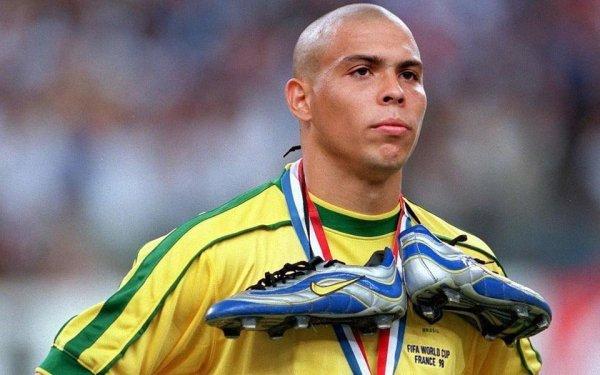 scarpe da calcio nike ronaldo fenomeno