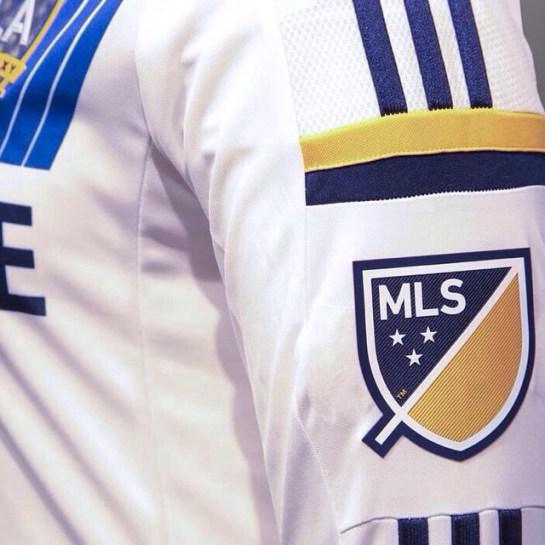 Il logo della MLS sulla maglia dei Los Angeles Galaxy