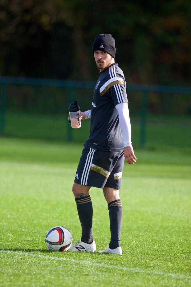 Ramsey con le nuove scarpe da calcio new balance