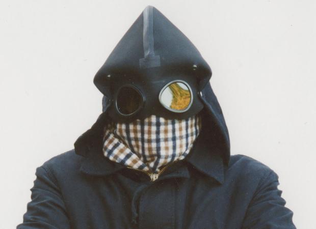 L'iconica accoppiata giacca Mille Miglia e sciarpa Aquascutum sulla copertita di Casuals di Phil Thornton.
