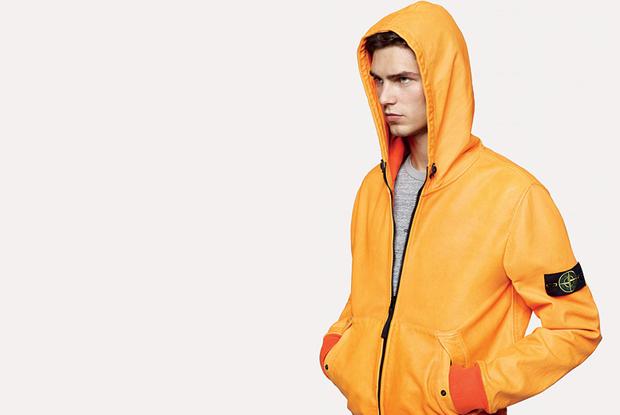 """Stone Island potrebbe essere il brand a lanciare la prima """"giacca da calcio"""", per quando devi giocare nei posti in cui fa freddo (tipo in Russia che fa così freddo che ti devi anche tirare su il cappuccio)."""