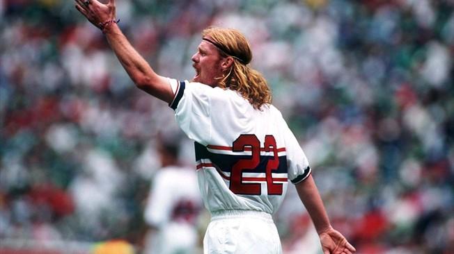 Lalas - che ha giocato pochissimo nel Padova ma che comunque ha lasciato un segno indelebile nell'immaginario della Serie A - Gesù Cristo rosso.
