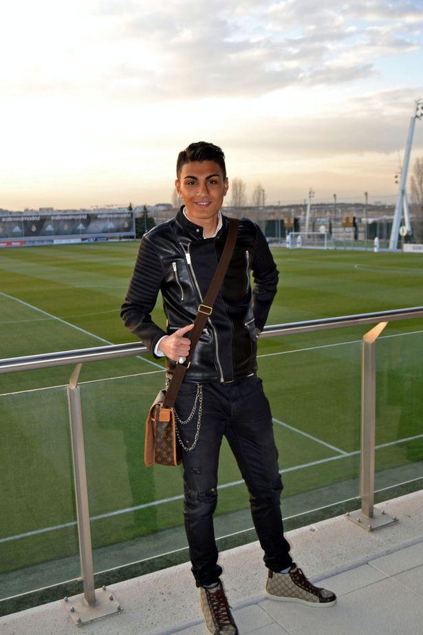 Guardalo tutto elegante vestito come Ronaldo.