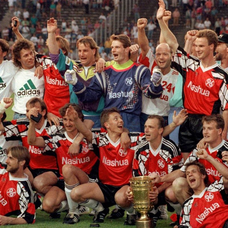 Maglia celebrativa mega 90s dell'Hannover 96