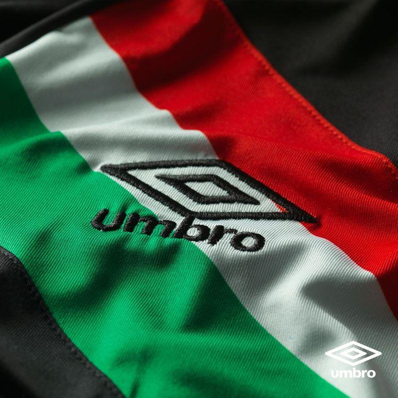 La terza maglia Umbro del Vélez