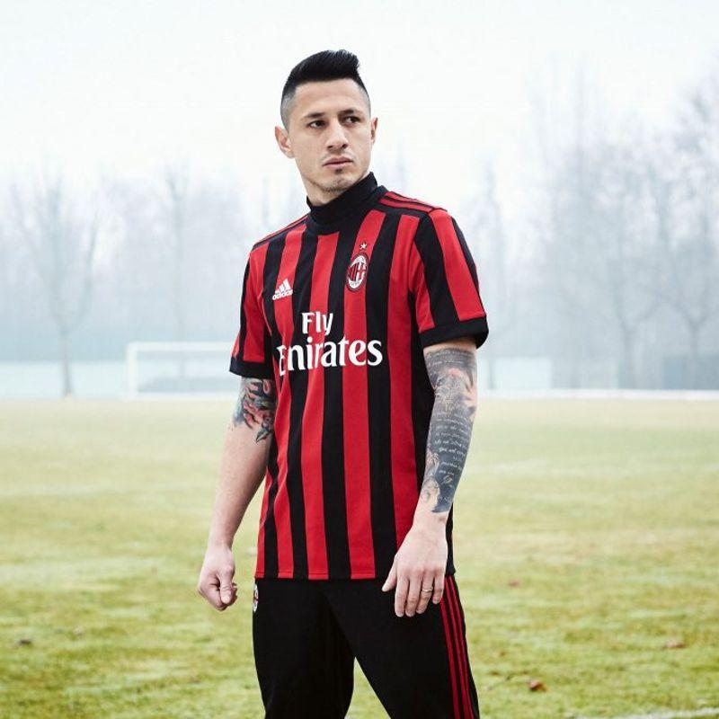 La maglia adidas 2017/18 del Milan