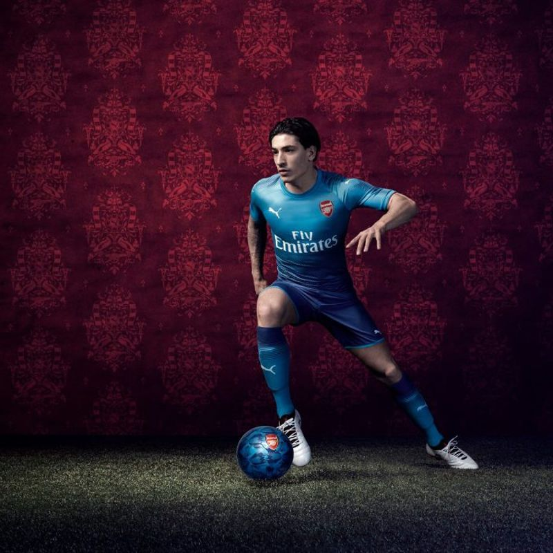 Il kit away PUMA 2017/18 dell'Arsenal