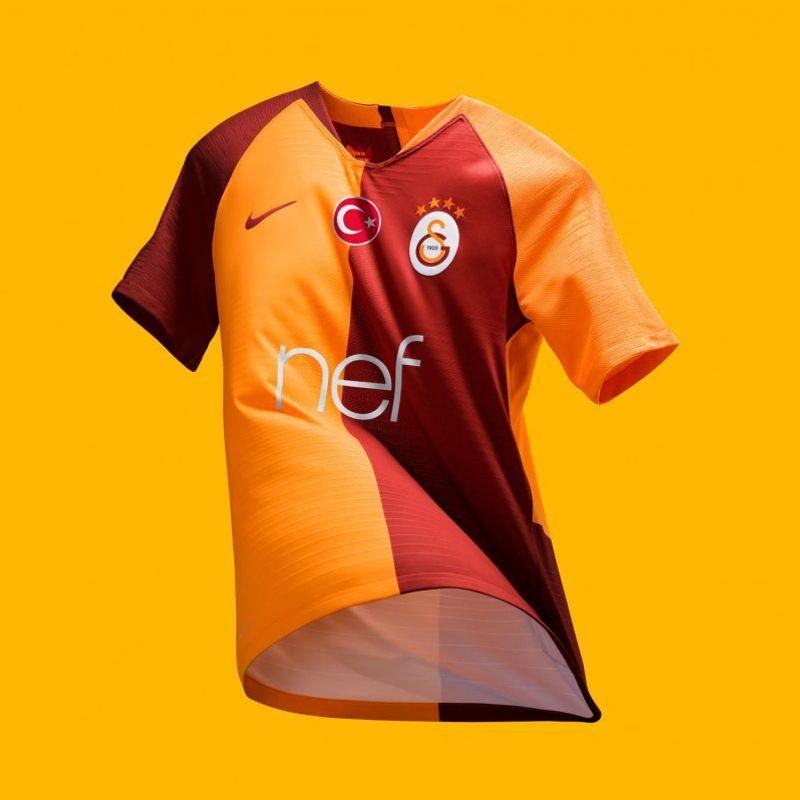 Il kit Nike 2018/19 del Galatasaray