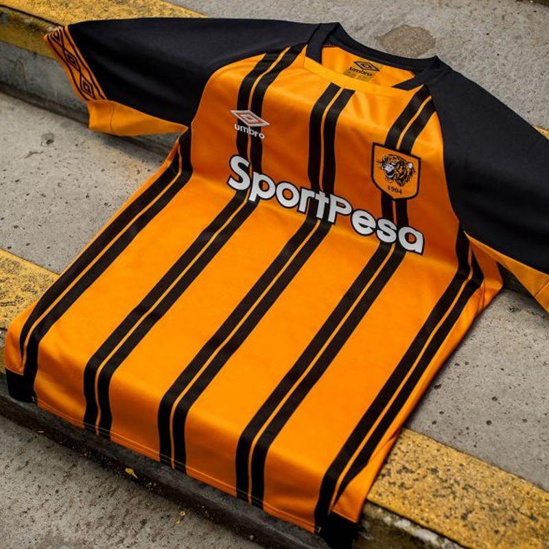 Il kit Umbro 2018/19 dell'Hull City