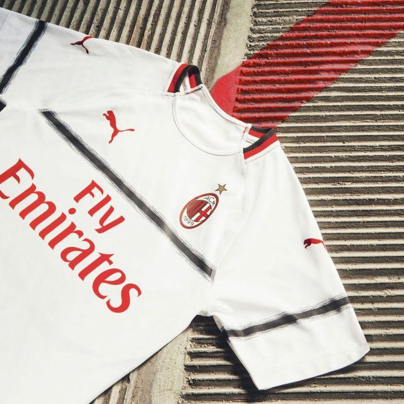 La nuova maglia away PUMA del Milan