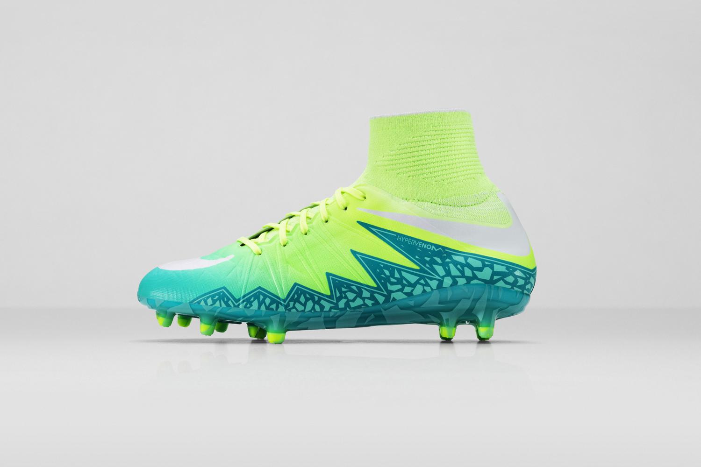 Nike_SU16_wmns_HyperVnmPhntmFG_313_LAT_copy_53911