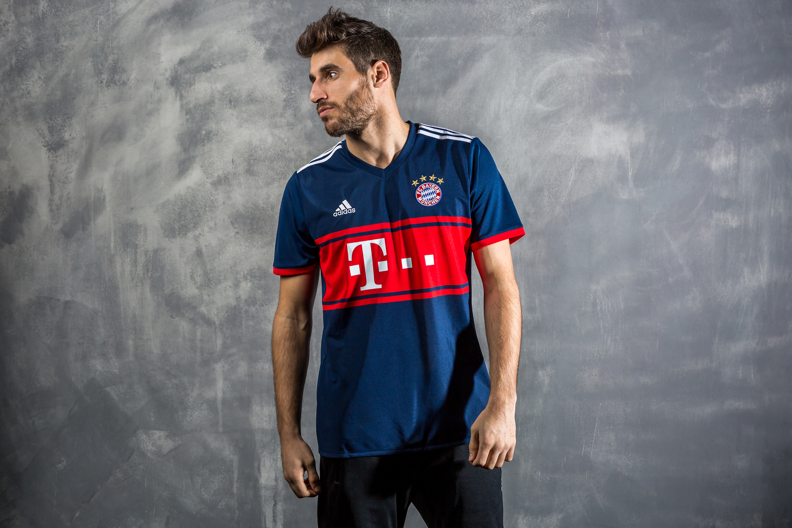 FC Bayern_Away_Martinez_1
