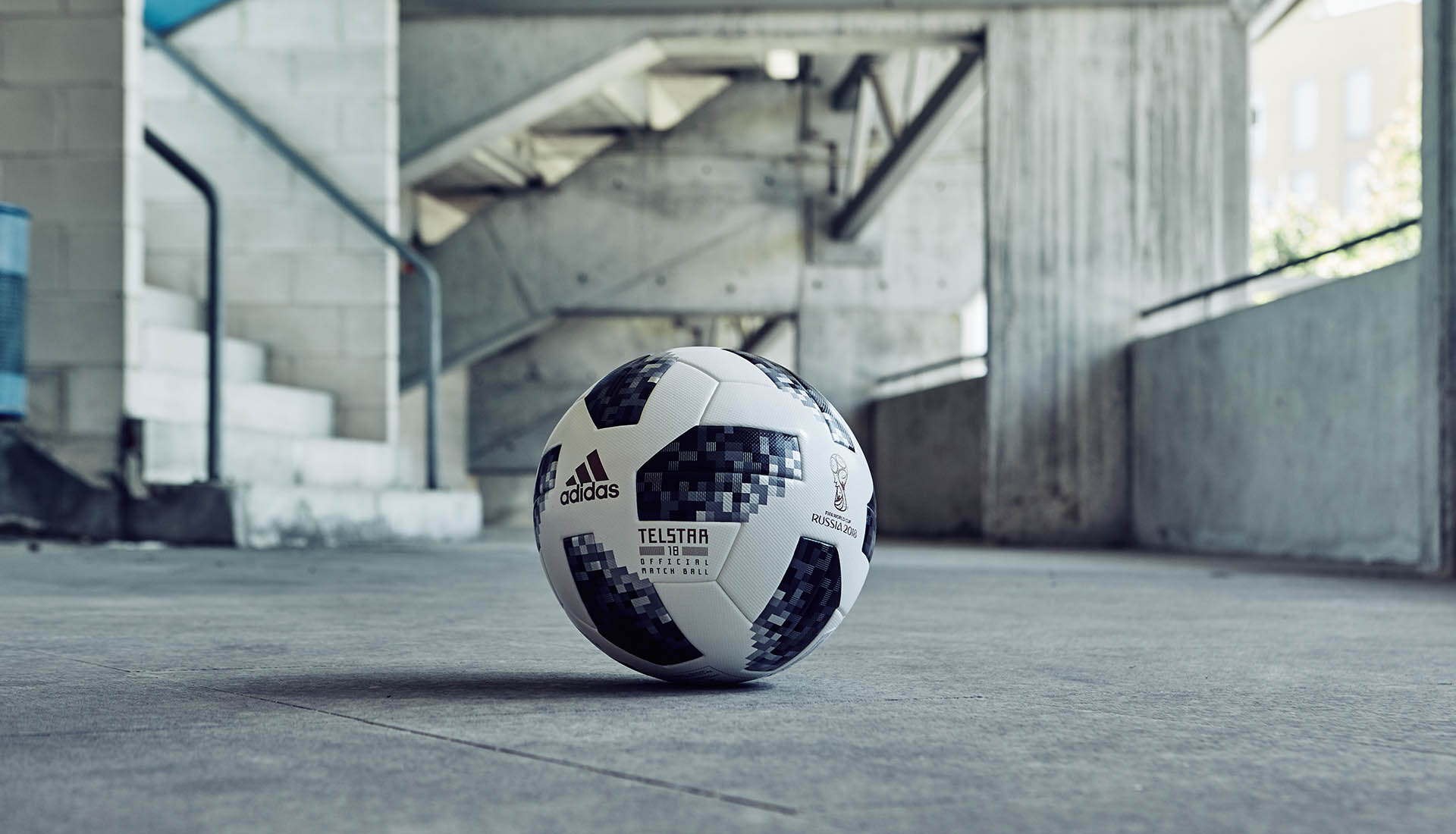 world-cup-match-ball-adidas-soccerbible_0000__fg_1956
