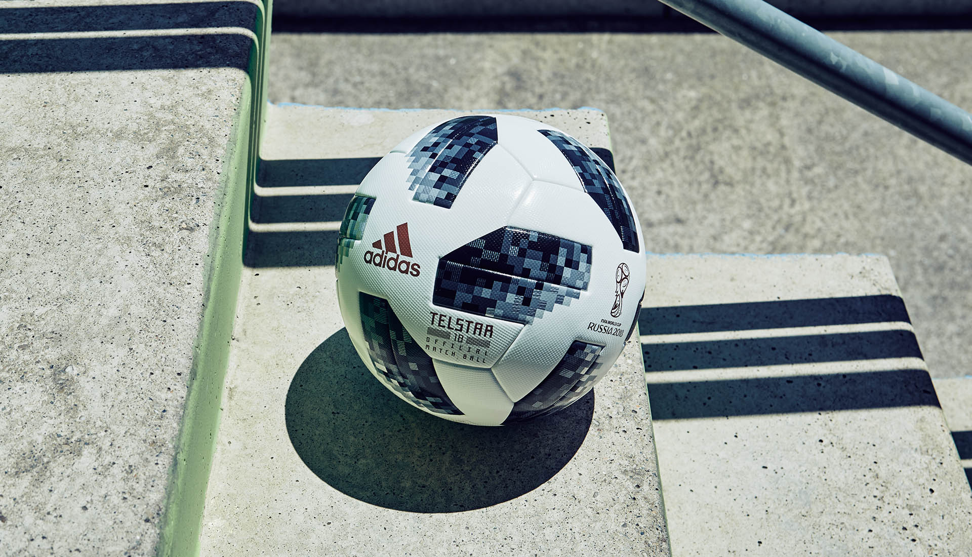world-cup-match-ball-adidas-soccerbible_0003__fg_1991