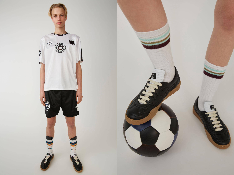 CL0001-183_A_man-football