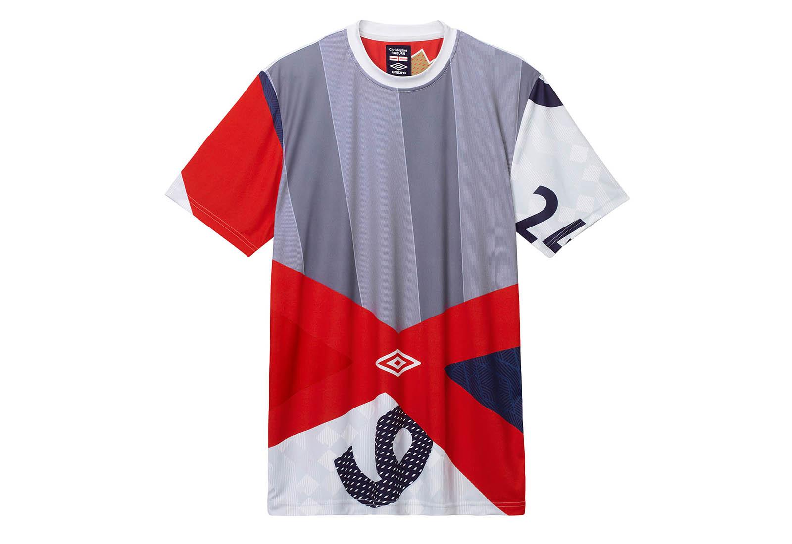 christopher-raeburn-umbro-collaboration-soccerbible-full-collection_0002_umbro-x-christopher-raeburn-remix-tee-red