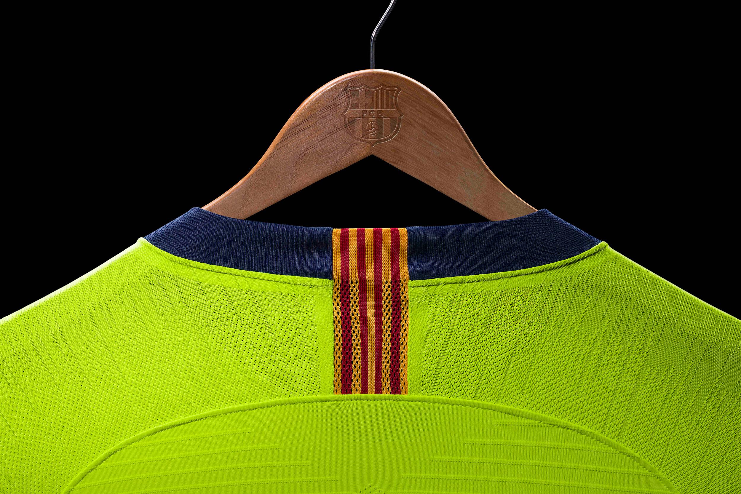 FC_Barcelona_Away_Kit_2018-19-5_80472