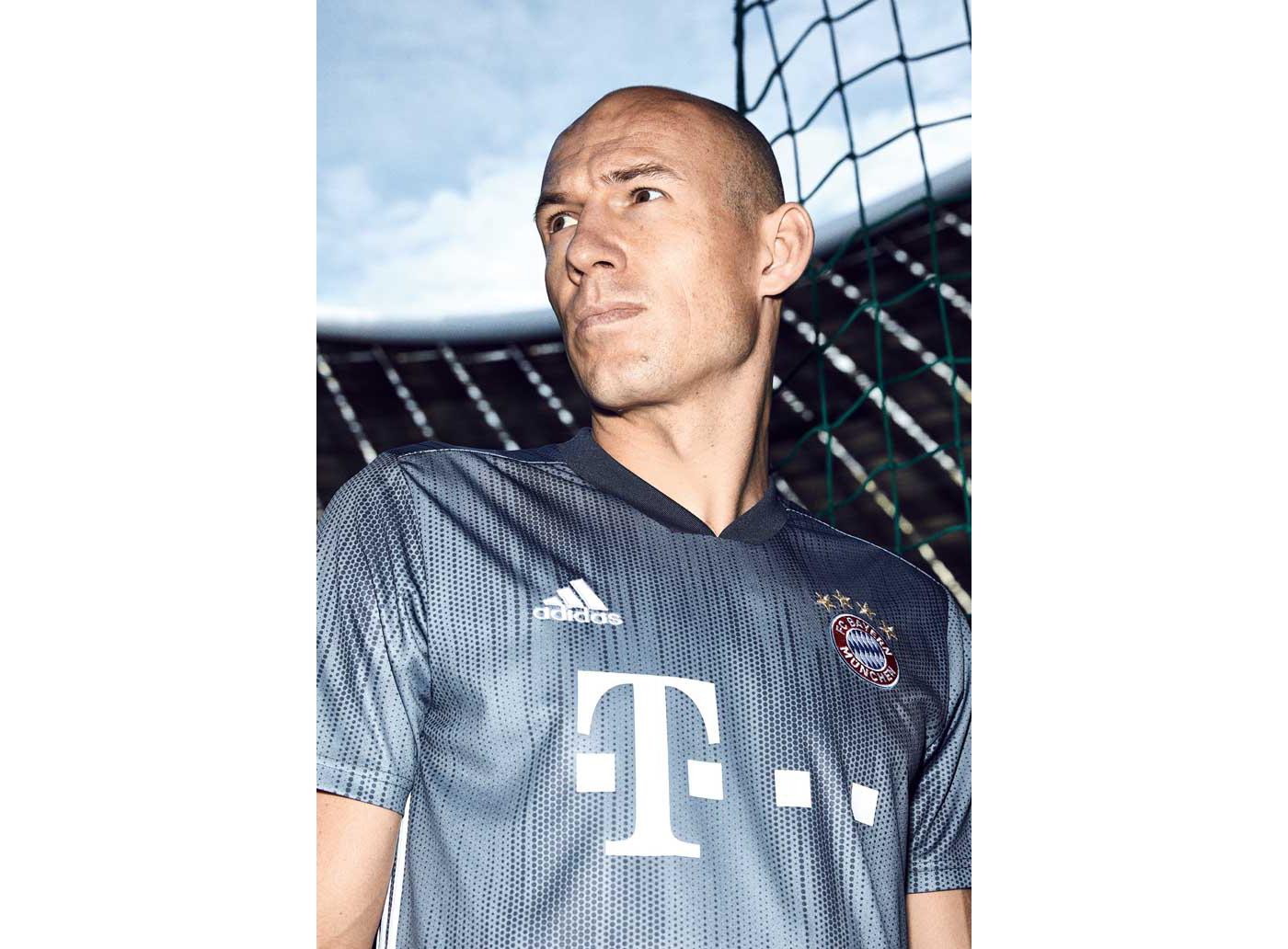 3-bayern-third-shirt-18-19-min
