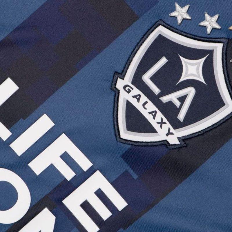 Guarda la nuova maglia pixelata dei LA Galaxy