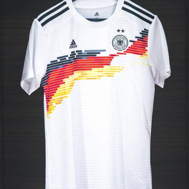 Guarda la maglia della Germania delle tipe