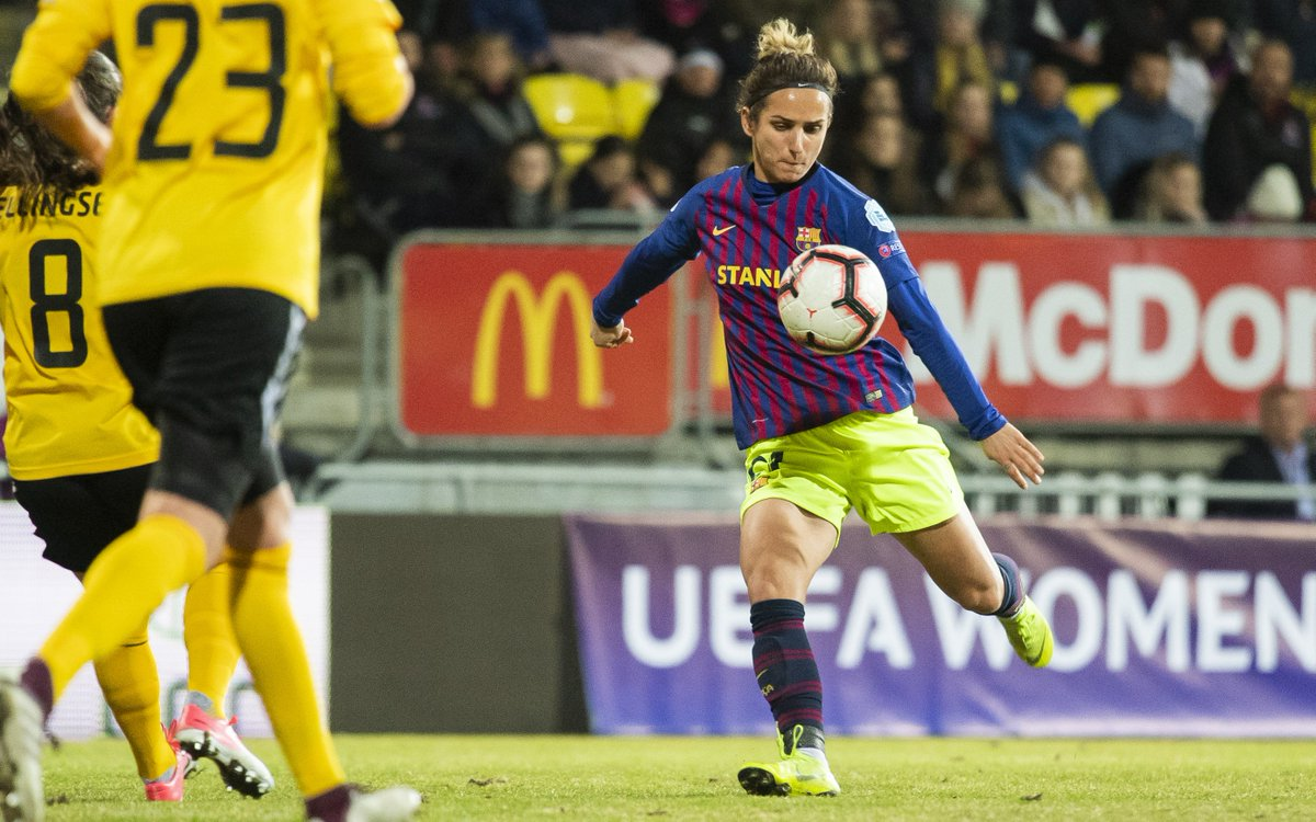 top-or-flop-barcelona-women-use-never-seen-before-kit-combination-2