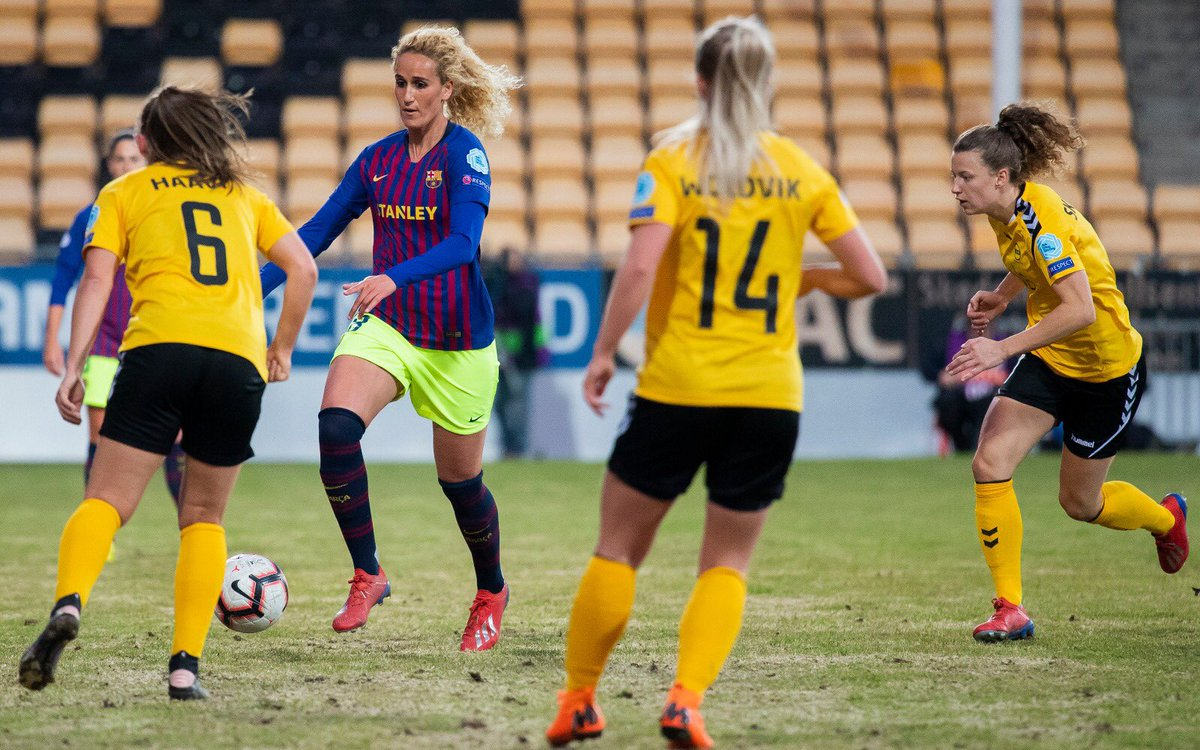 top-or-flop-barcelona-women-use-never-seen-before-kit-combination-3