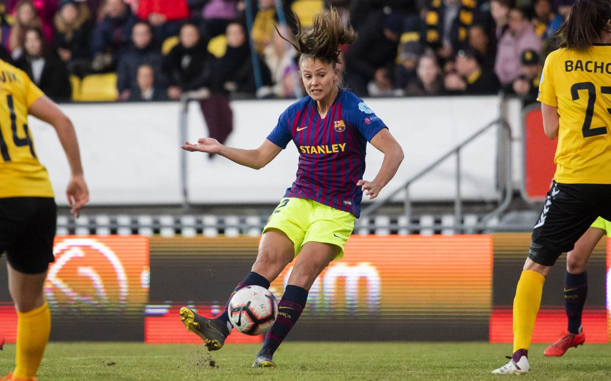 top-or-flop-barcelona-women-use-never-seen-before-kit-combination-4