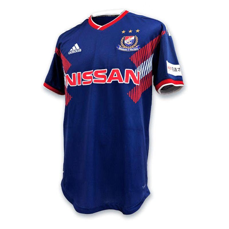 La maglia speciale dello Yokohama F. Marinos