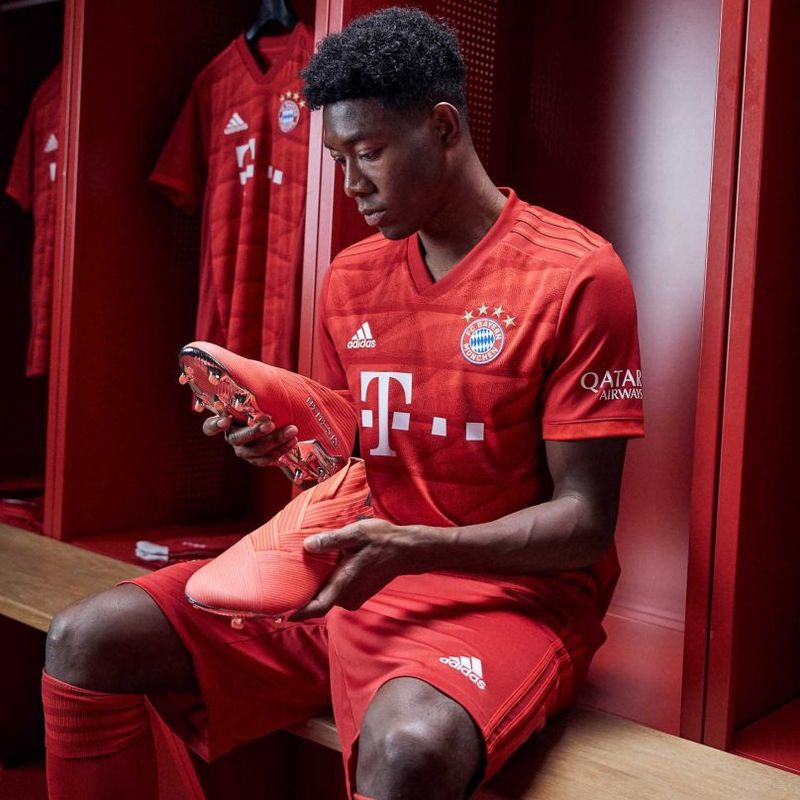 Il kit adidas 2019/20 del Bayern