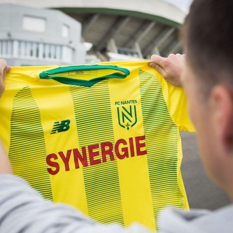 Nuova maglia e nuovo crest del Nantes