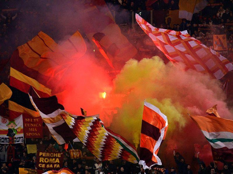 Maglia Pre Match Della Roma Con Su I Fumogeni Marte