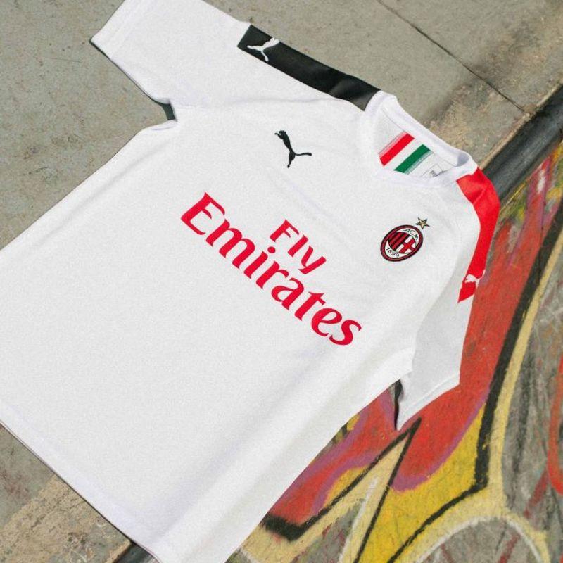 La nuova maglia away PUMA del Milan è bianca