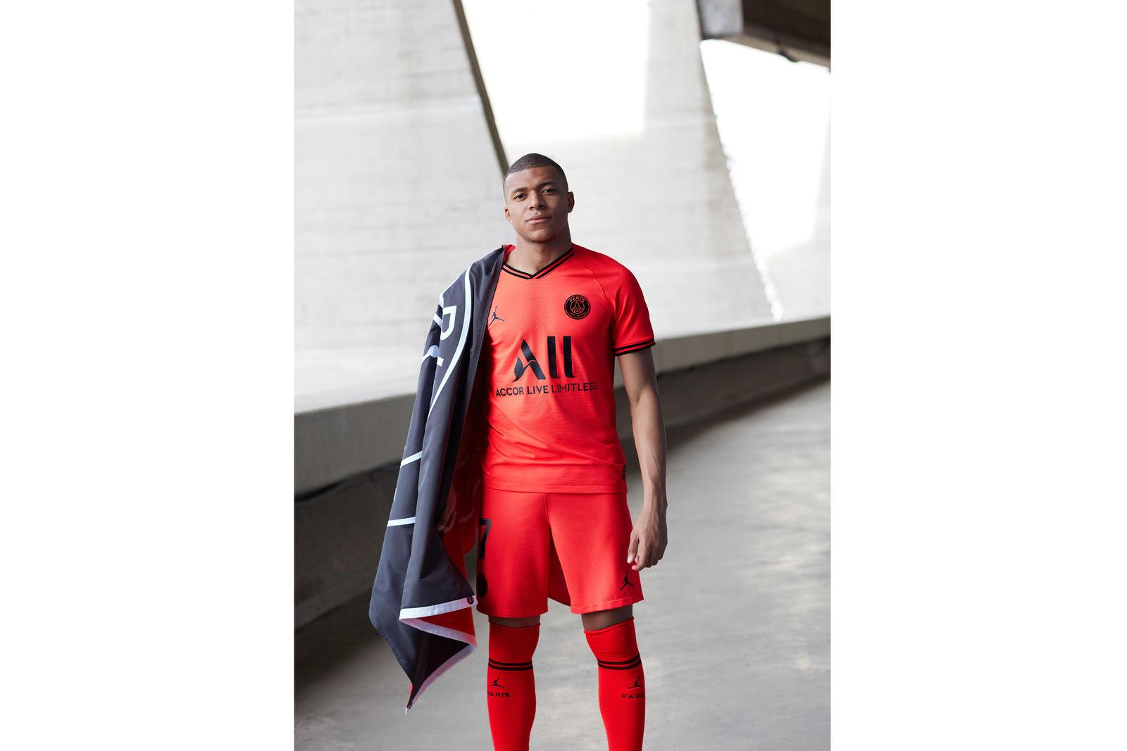 jordan-brand-paris-saint-germain-away-kit-2019-20-1_89275