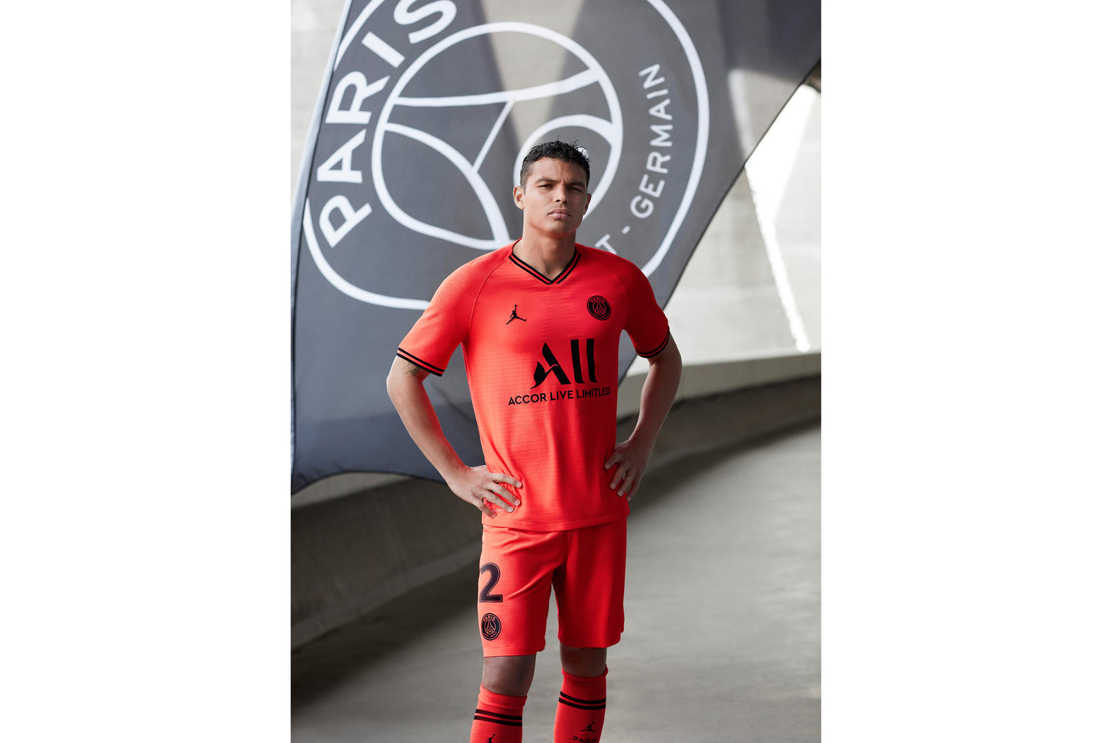 jordan-brand-paris-saint-germain-away-kit-2019-20-2_89276