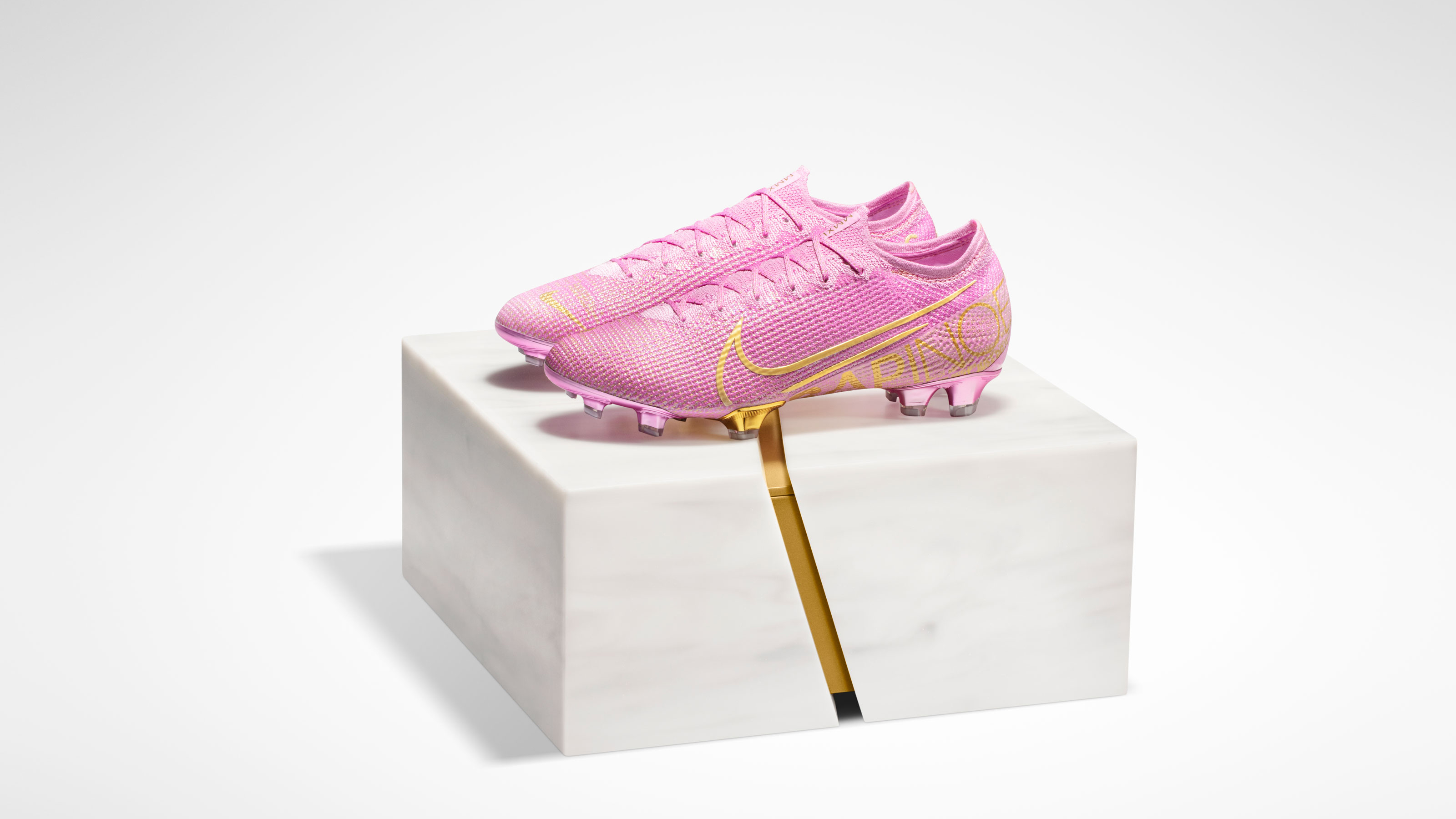 BallonDor_Rapinoe_Shoes_Closed_Box_R1_original